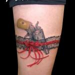 74 tatuagens de Garters (ou ligas) para tatuar na coxa