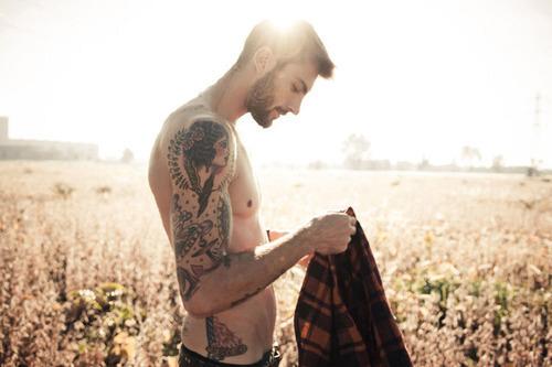 Homens tatuados (2)