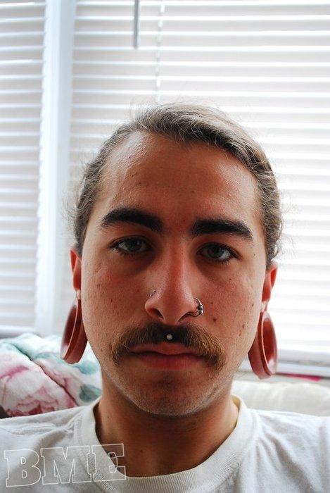 Fotos de pessoas com alargadores de orelha (2)