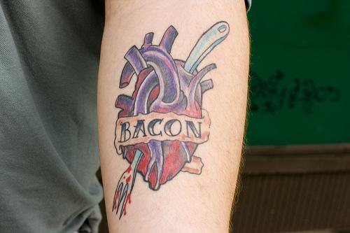 Tatuagens para quem adora comer bacon (32)
