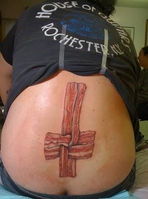 Tatuagens para quem adora comer bacon (22)