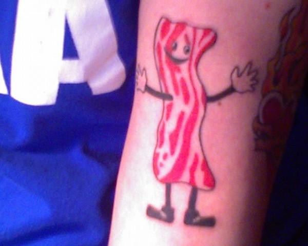 Tatuagens para quem adora comer bacon (13)
