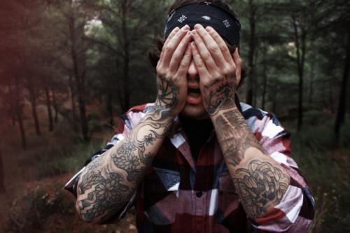 Fotos de tatuagens nas mãos e dedos (50)