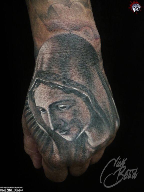 Fotos de tatuagens nas mãos e dedos (44)