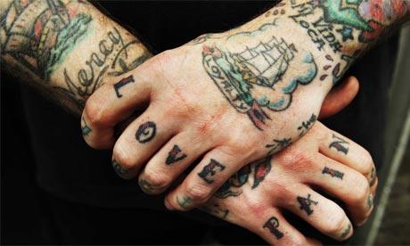Fotos de tatuagens nas mãos e dedos (36)