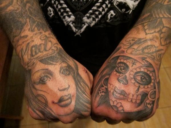 Fotos de tatuagens nas mãos e dedos (34)