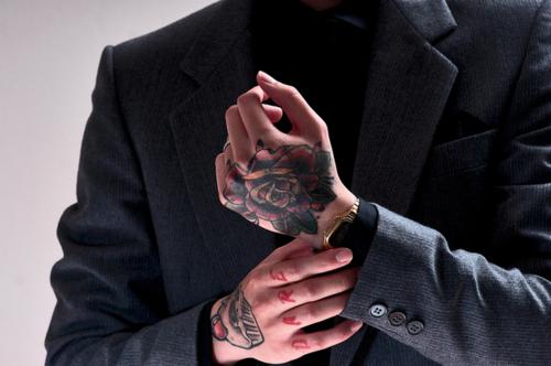 Fotos de tatuagens nas mãos e dedos (24)