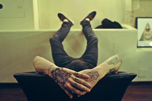 Fotos de tatuagens nas mãos e dedos (15)
