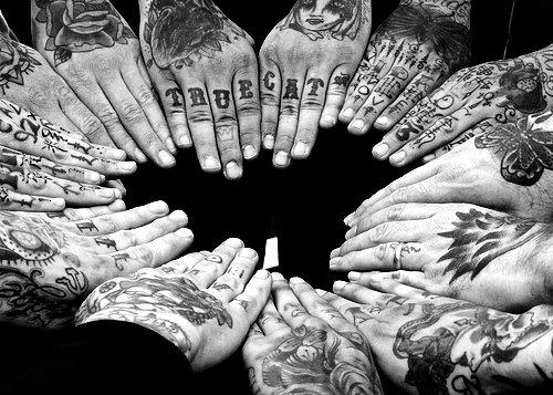 Fotos de tatuagens nas mãos e dedos (12)