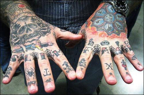 Fotos de tatuagens nas mãos e dedos (9)