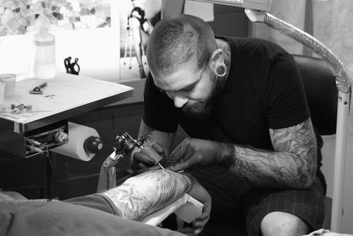Como é o trabalho de um tatuador (22)