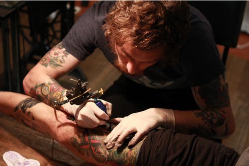 Como é o trabalho de um tatuador (14)