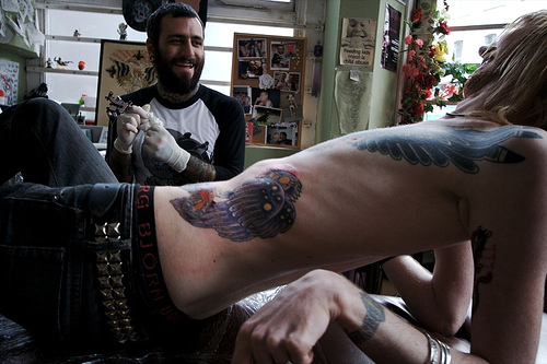 Como é o trabalho de um tatuador (3)