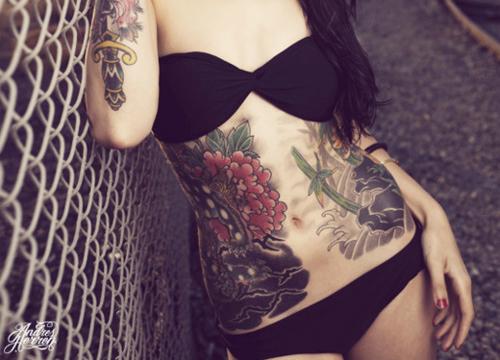 Fotos de mulheres tatuadas (14)