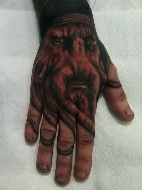 Imagens de tatuagens nas mãos (15)