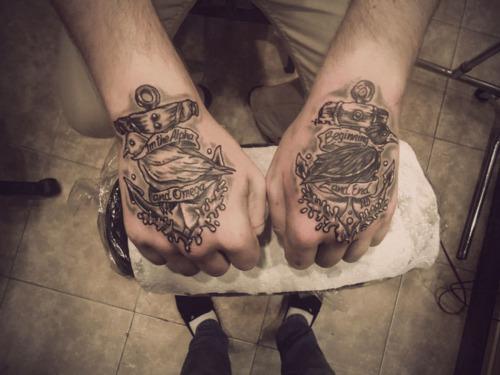 Imagens de tatuagens nas mãos (10)