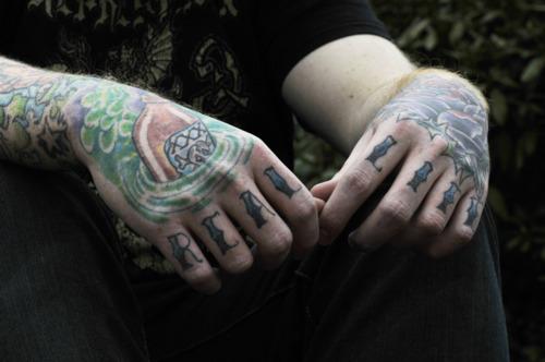 Imagens de tatuagens nas mãos (5)