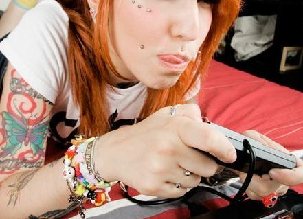 Mais 50 ruivas tatuadas (49)