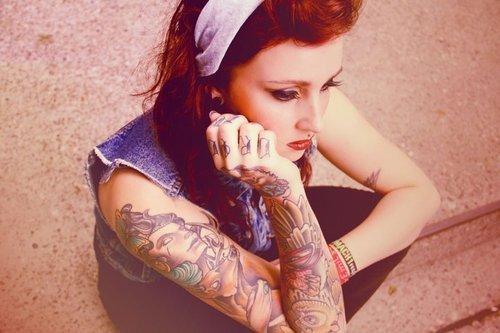 Mais 50 ruivas tatuadas (14)