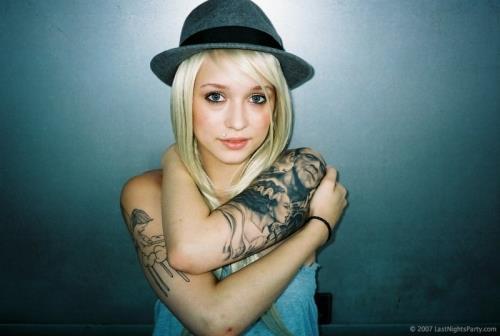 Loiras tatuadas (14)