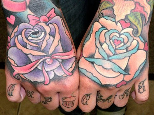 Exemplos de tatuagens nas mãos e dedos (41)
