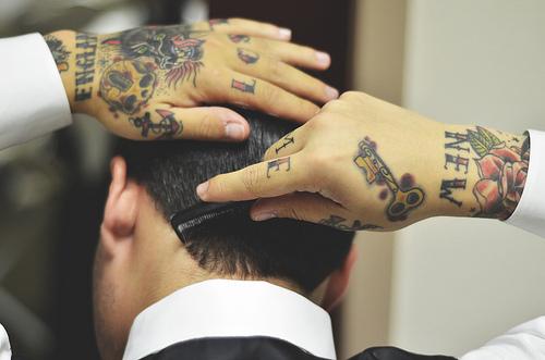 Exemplos de tatuagens nas mãos e dedos (37)