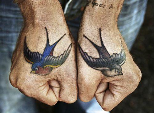 Exemplos de tatuagens nas mãos e dedos (29)