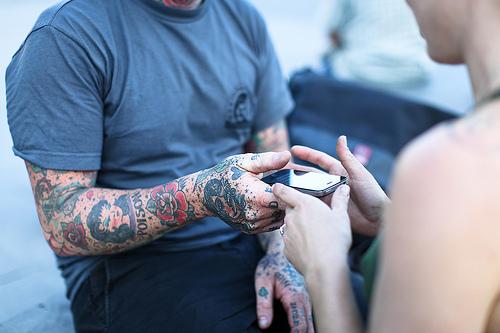 Exemplos de tatuagens nas mãos e dedos (23)