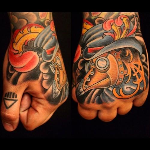 Exemplos de tatuagens nas mãos e dedos (14)