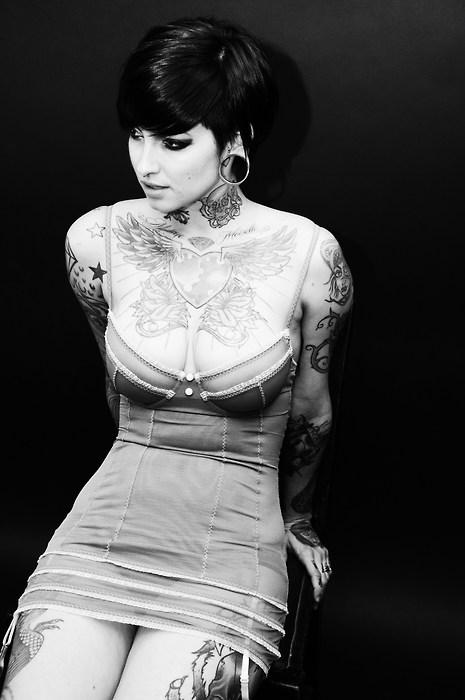Garotas morenas tatuadas (56)
