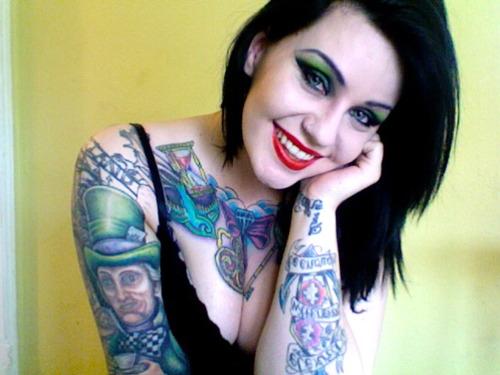 Garotas morenas tatuadas (40)