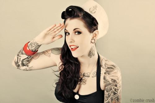 Garotas morenas tatuadas (31)
