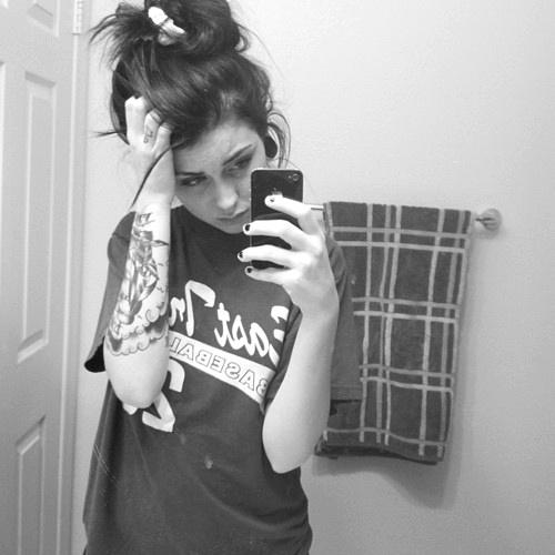 Garotas morenas tatuadas (29)