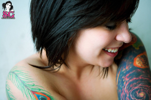 Garotas morenas tatuadas (24)