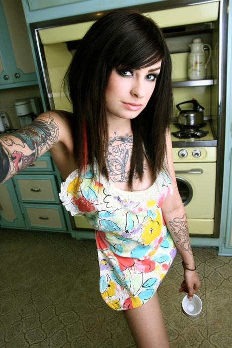 Garotas morenas tatuadas (19)