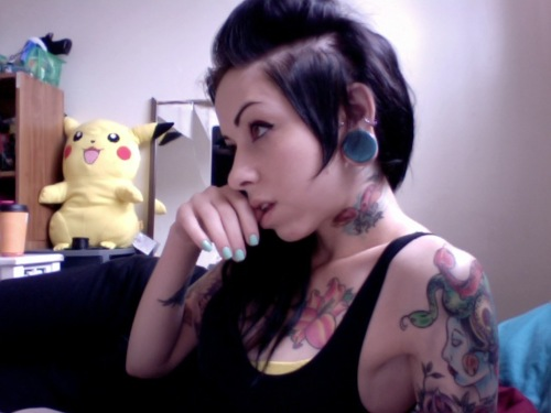 Garotas morenas tatuadas (15)