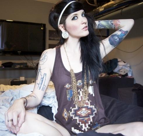 Garotas morenas tatuadas (14)