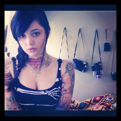 Garotas morenas tatuadas (6)