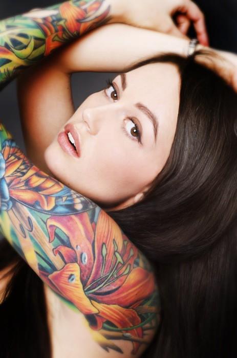 Garotas morenas tatuadas (2)