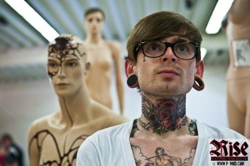 Homens tatuados e modificados (5)