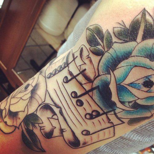 Tatuagens com o tema música (50)