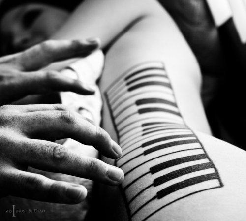 Tatuagens com o tema música (26)