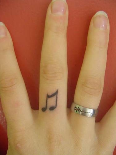 Tatuagens com o tema música (24)