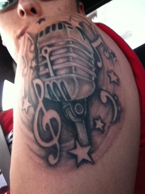 Tatuagens com o tema música (19)