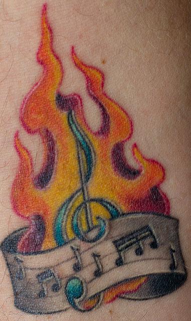 Tatuagens com o tema música (14)