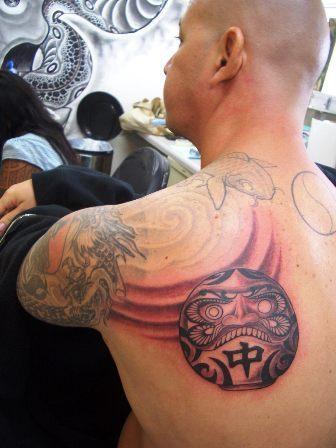 Tatuagens de bonecos de Daruma (25)