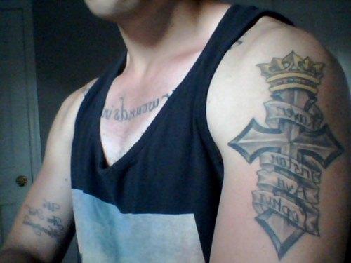 Tatuagens de cruzes e símbolos cristãos (33)