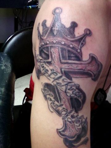 Tatuagens de cruzes e símbolos cristãos (31)