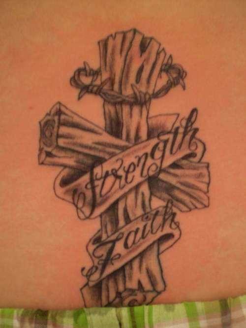 Tatuagens de cruzes e símbolos cristãos (20)