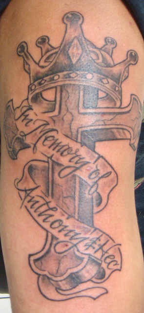 Tatuagens de cruzes e símbolos cristãos (16)